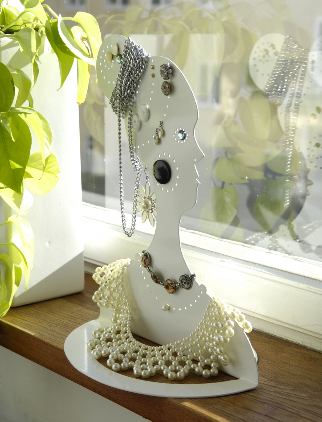 Jewellery doll-window