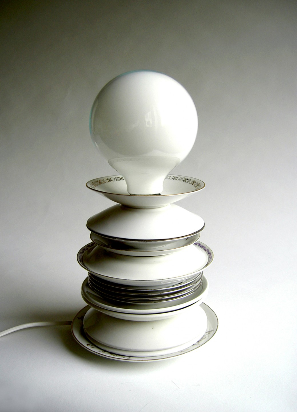 Stacked-plates-lamp